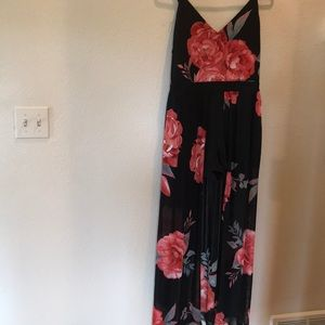 Great maxi dress with built in shorts!!